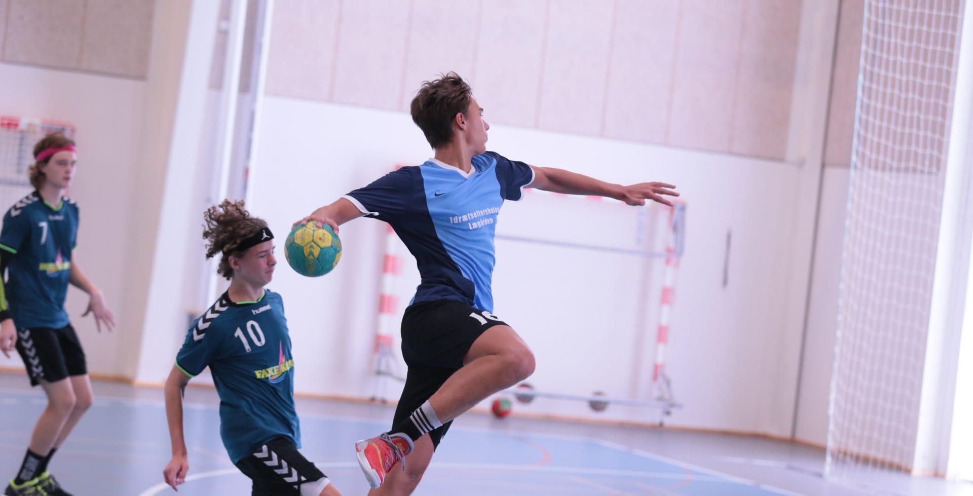 håndbold, elev skyder på mål