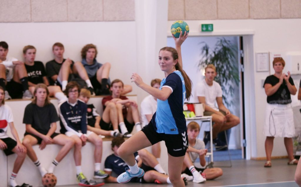 Lige før kastet håndbold - Håndboldefterskole
