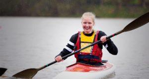 pige sejler kajak idrætsefterskole
