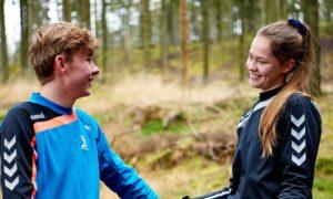 to smilende elever på idrætsefterskolen lægården
