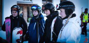 elever med deres ski