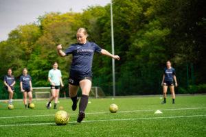 Fodbold er også for piger og kvinder